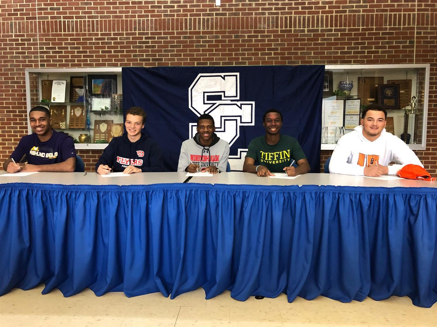 Five more Comets Sign National Letters of Intent